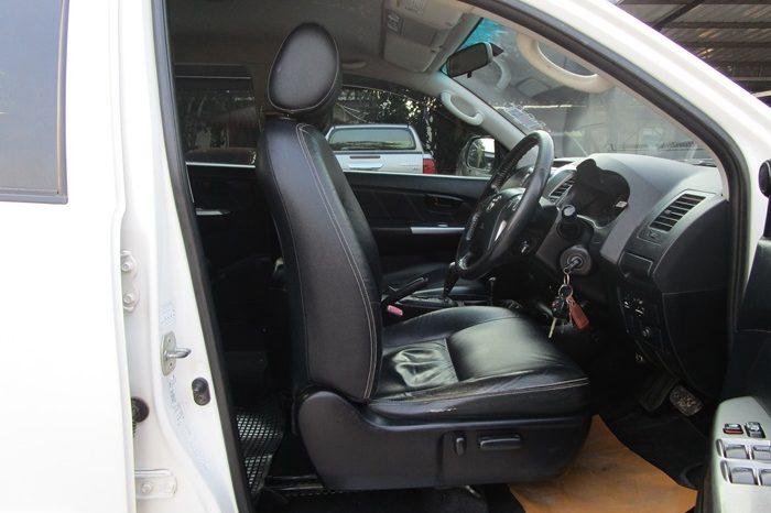 2015 – VIGO 4WD 3.0G AT DOUBLE CAB WHITE – 7781 full
