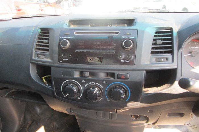 2014 – VIGO 2WD 2.5J MT STANDARD SILVER – 9741 full