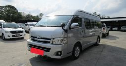 2014 – TOYOTA 2WD 2.5 MT COMMUTER SILVER – 9620