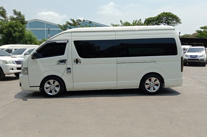TOYOTA 2WD 2016 3.0 MT COMMUTER WHITE 0052 full