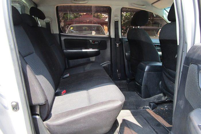 VIGO 4WD 2015 2.5E MT DOUBLE CAB SILVER 3829 full