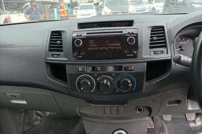 VIGO 2WD 2015 2.5J MT STANDARD WHITE 5258 full
