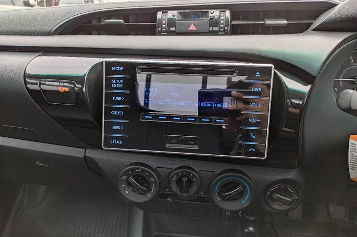 REVO 4WD 2017 2.8J MT STANDARD WHITE 7239 full