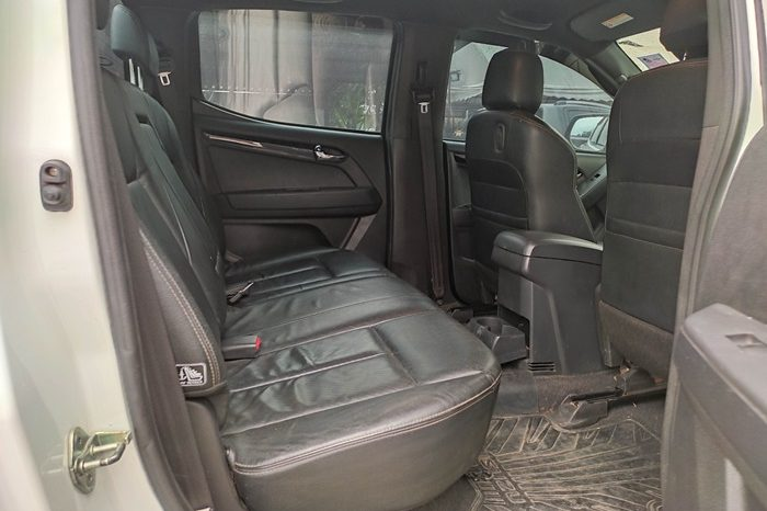 ISUZU 4WD 2017 3.0 AT DOUBLE CAB WHITE 9799 full