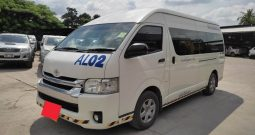 TOYOTA 2WD 2018 3.0 AT COMMUTER WHITE 3211